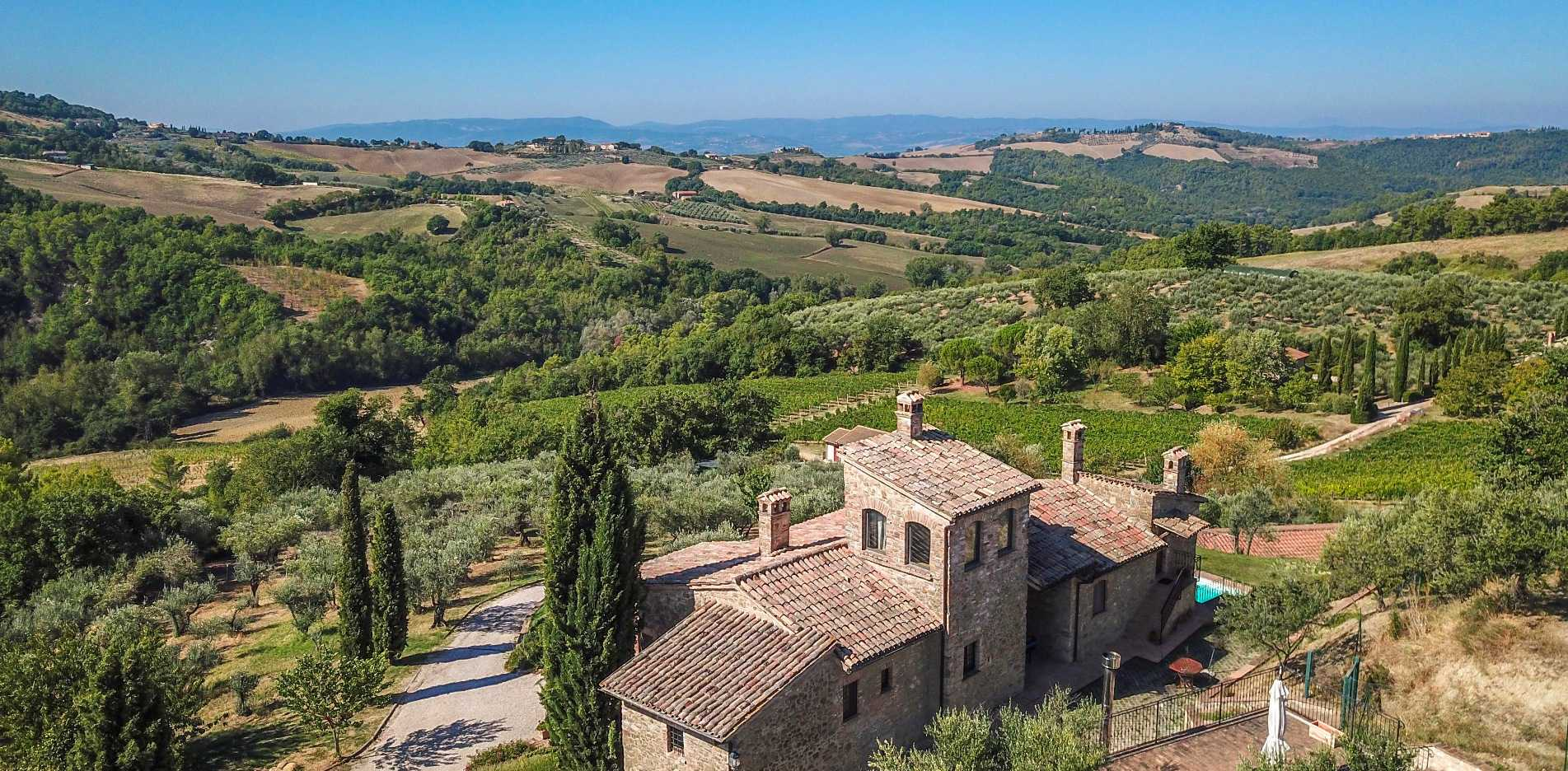 WINE ESTATE WITH FARMHOUSE FOR SALE IN UMBRIA, MONTEFALCO