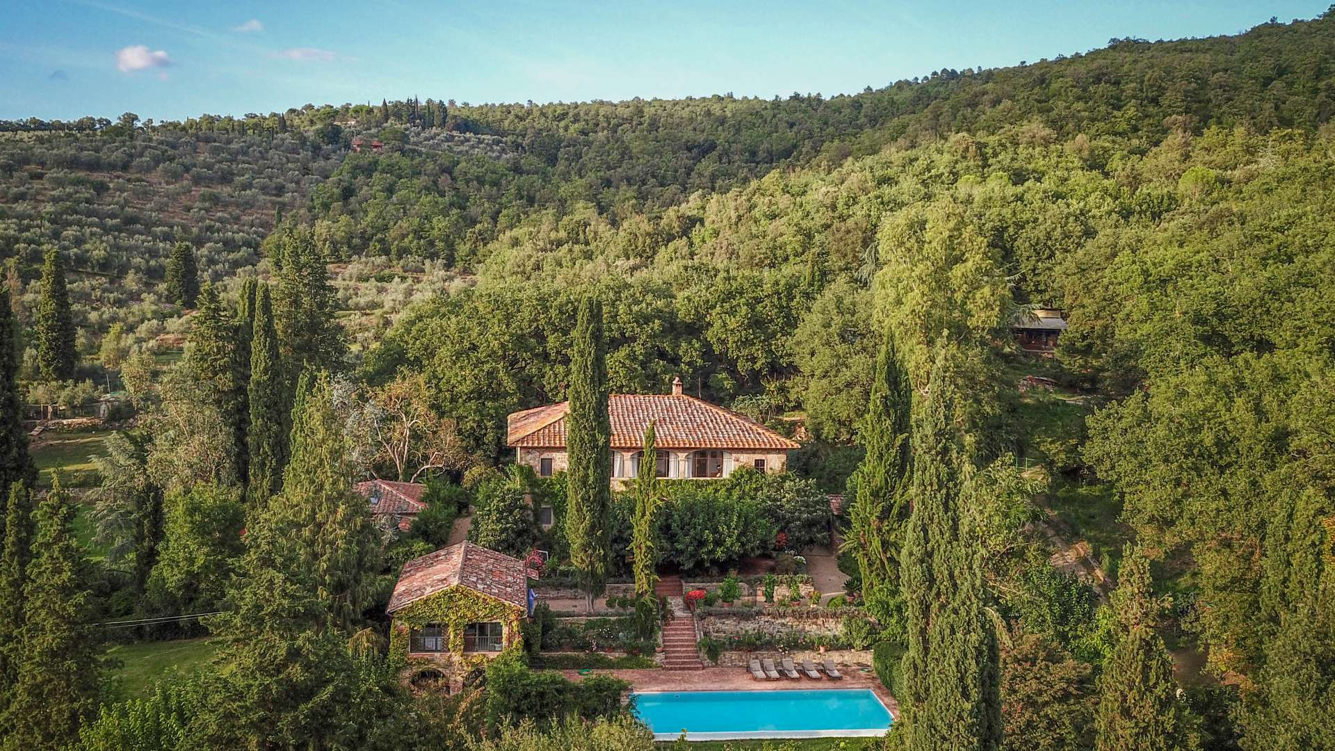 LUXURY FARMHOUSE FOR SALE IN TUSCANY